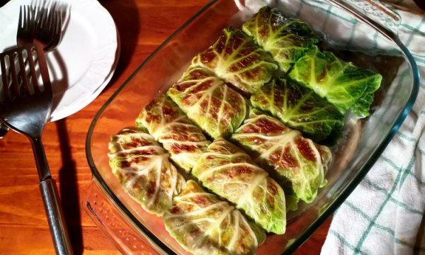 Involtini di Verza con Salsiccia e Mozzarella