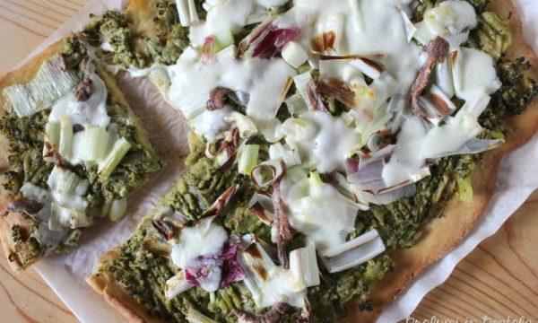 Pizza con Broccoli, Cipolla, Acciughe e Mozzarella