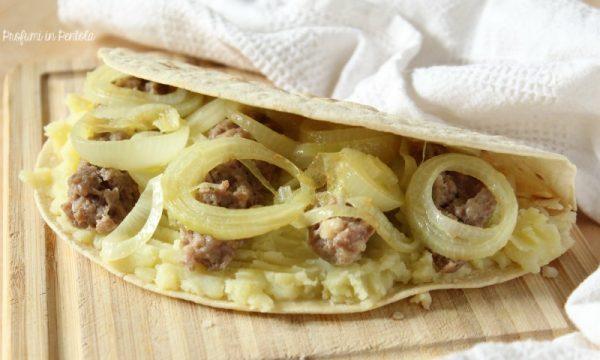 Piadina Salsiccia, Patate e Cipolle