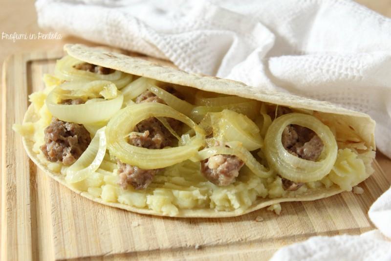 Piadina salsiccia, patate e cipolla