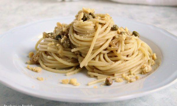 Spaghetti Croccanti con Acciughe e Capperi