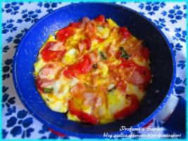 UOVA RICCHE IN PADELLA (con pomodoro fresco, prosciutto e formaggio)