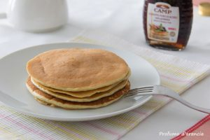 Pancake con yogurt e fiocchi d'avena