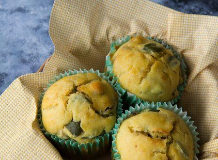 Muffin salati con fave e salame