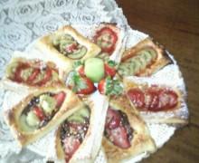 sfogliette di pasta sfoglia con fragole e kiwi