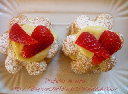 Margherite di sfoglia con fragole e crema pasticcera