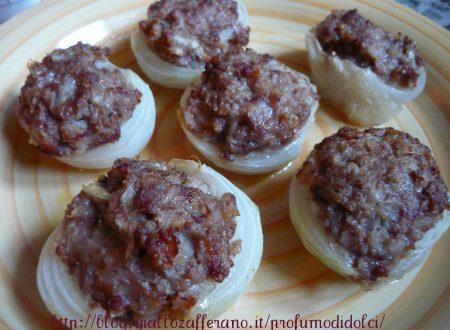 Cipolle ripiene alla salsiccia