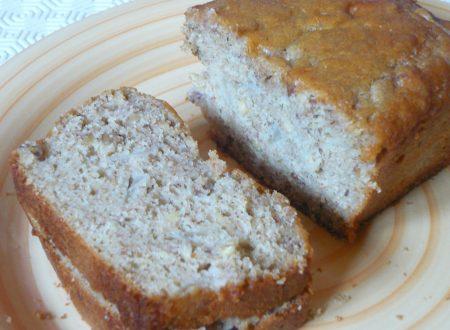 Cake integrale alle pere e nocciole