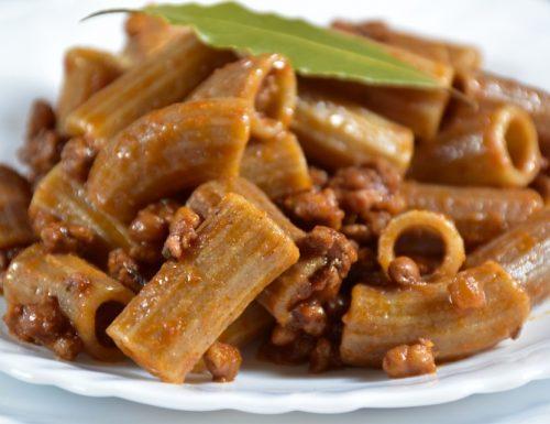 Pasta ai tre cereali con ragù di carne e lenticchie