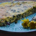 Frittata di tarassaco e cipolle ( ricetta vegetariana )