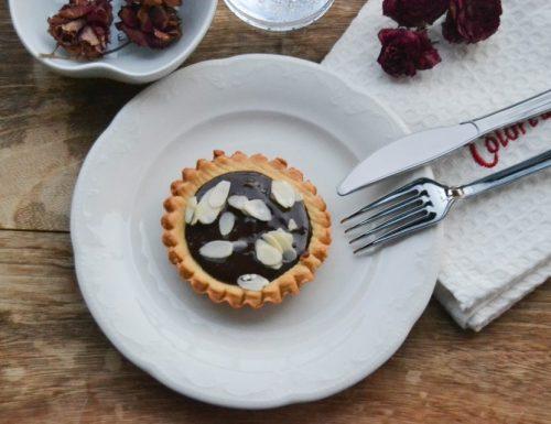 Tartellette alla Nutella e mandorle ( facili e molto veloci )