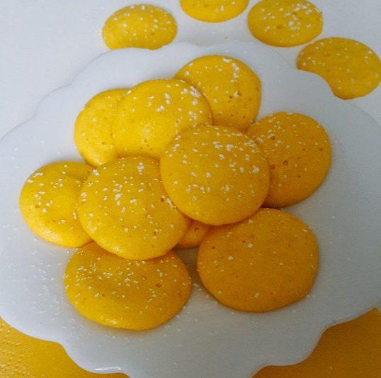 FIOCCHI di MIMOSA, piccole meringhe al limone e mandorle