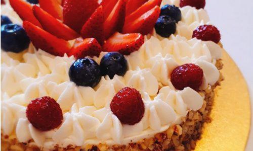 Torte decorate con creme e frutta