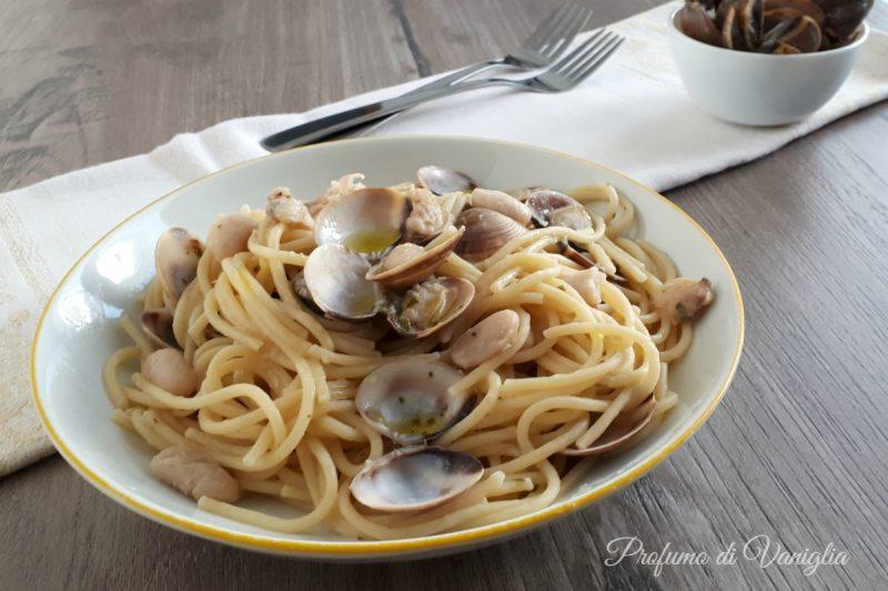 Spaghetti alle VONGOLE con crema di CANNELLINI