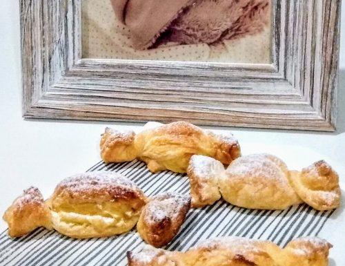Caramelle di Pasta sfoglia con crema alle mandorle e pere