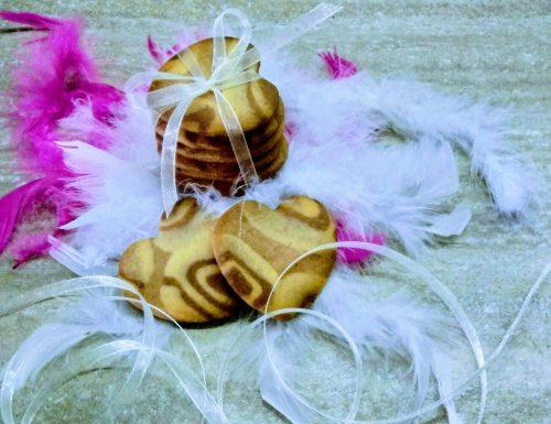 Biscottini bicolore vaniglia e cacao amaro.