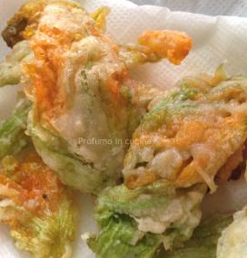 Fiori di zucchina pastellati