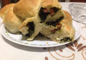 Treccia di pan brioche con spinaci e mortadella