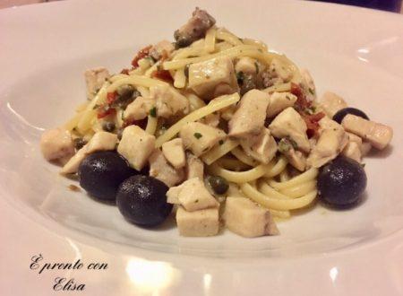 Linguine con tonno fresco, olive e pomodorini