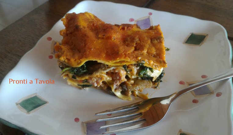 Lasagna porcini, spinaci e salsiccia