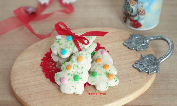 Biscotti di Natale alle mandorle e glassa al cioccolato