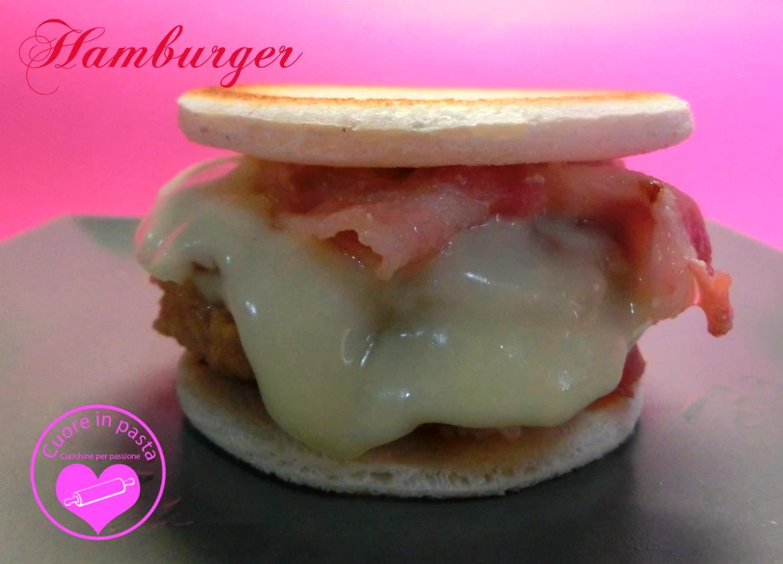 Hamburger cuore in pasta cuochine per passione for Cucinare hamburger microonde