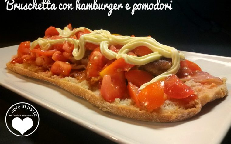 Bruschetta con hamburger e pomodori