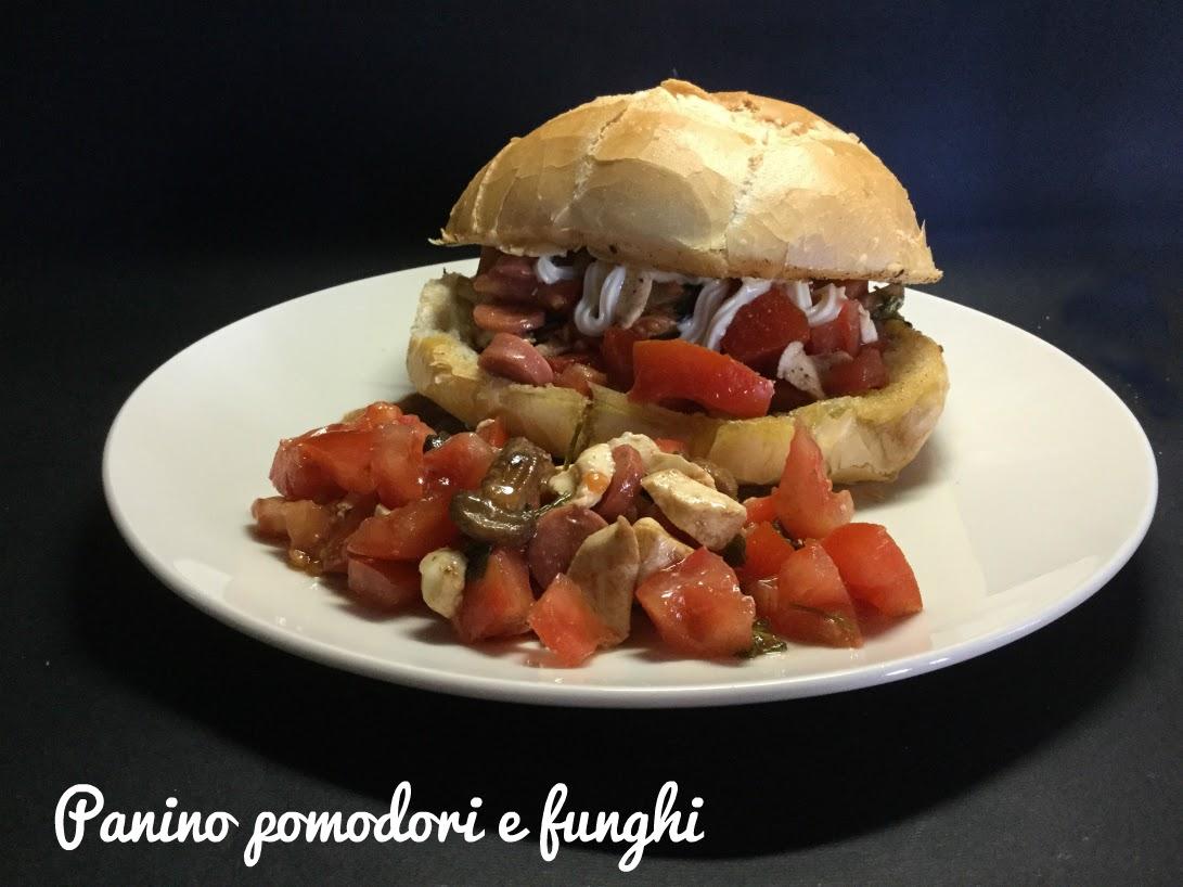 Panino pomodori e funghi
