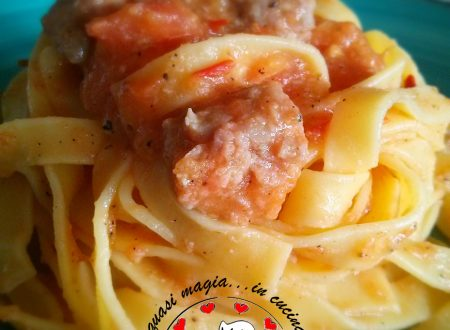 Tagliatelle rosse salsiccia e tartufo
