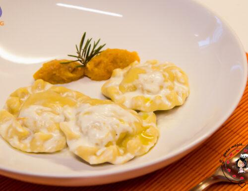 Ravioloni zucca e salsiccia