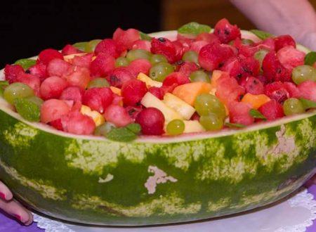 Anguriata con macedonia di frutta estiva
