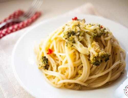 Spaghetti aglio olio e peperoncino con broccoli