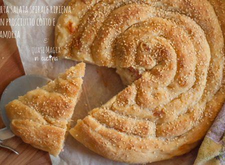 Torta salata spirale ripiena con prosciutto cotto e scamorza