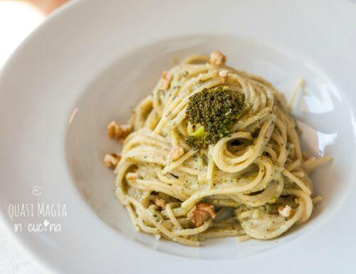 Pasta con crema di broccoli e noci – ricetta light