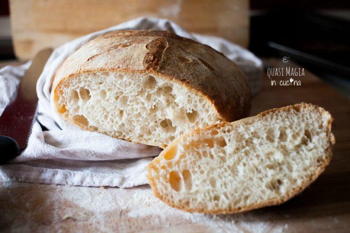 Pane fatto in casa con lievito madre e autolisi
