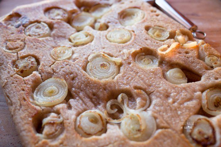 Focaccia rovesciata alle cipolle con impasto semi integrale