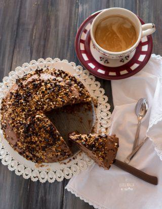 torta al cacao nocciole e gocce di cioccolato