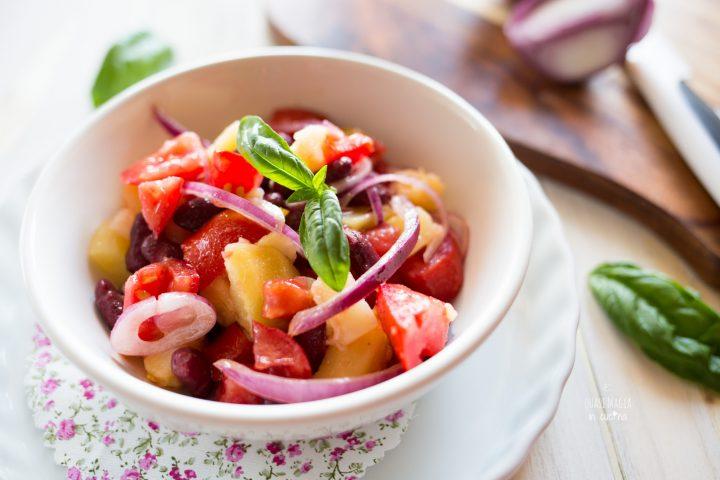 Insalata di patate pomodori cipolla e fagioli
