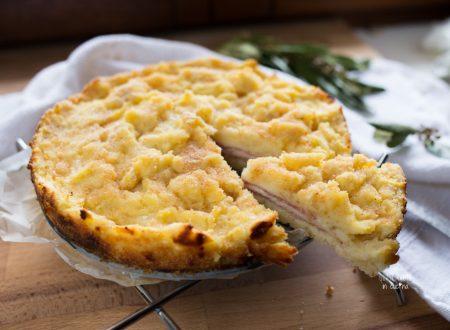 Sbriciolata di patate con salame e formaggio