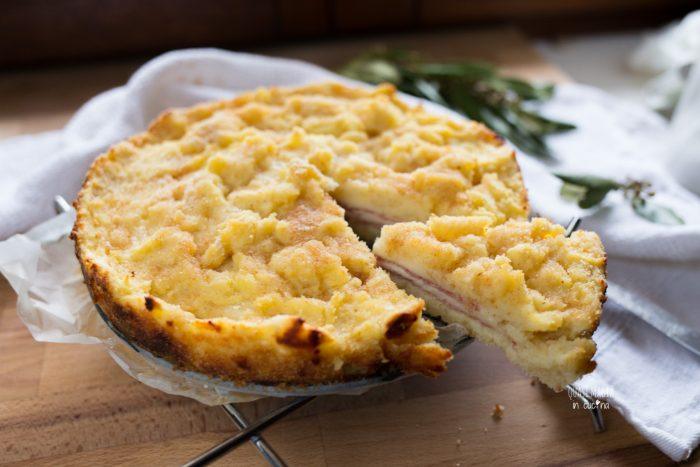 Sbriociolata di patate con salame e formaggio