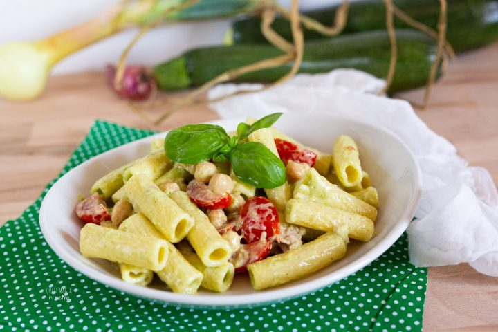 PASTA FREDDA con crema di zucchine, basilico e philadelphia