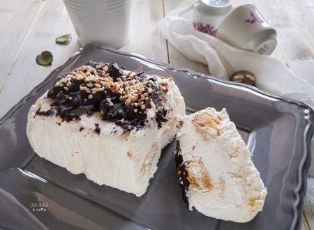 Semifreddo allo Yogurt e Cioccolato, senza uova e gelatina