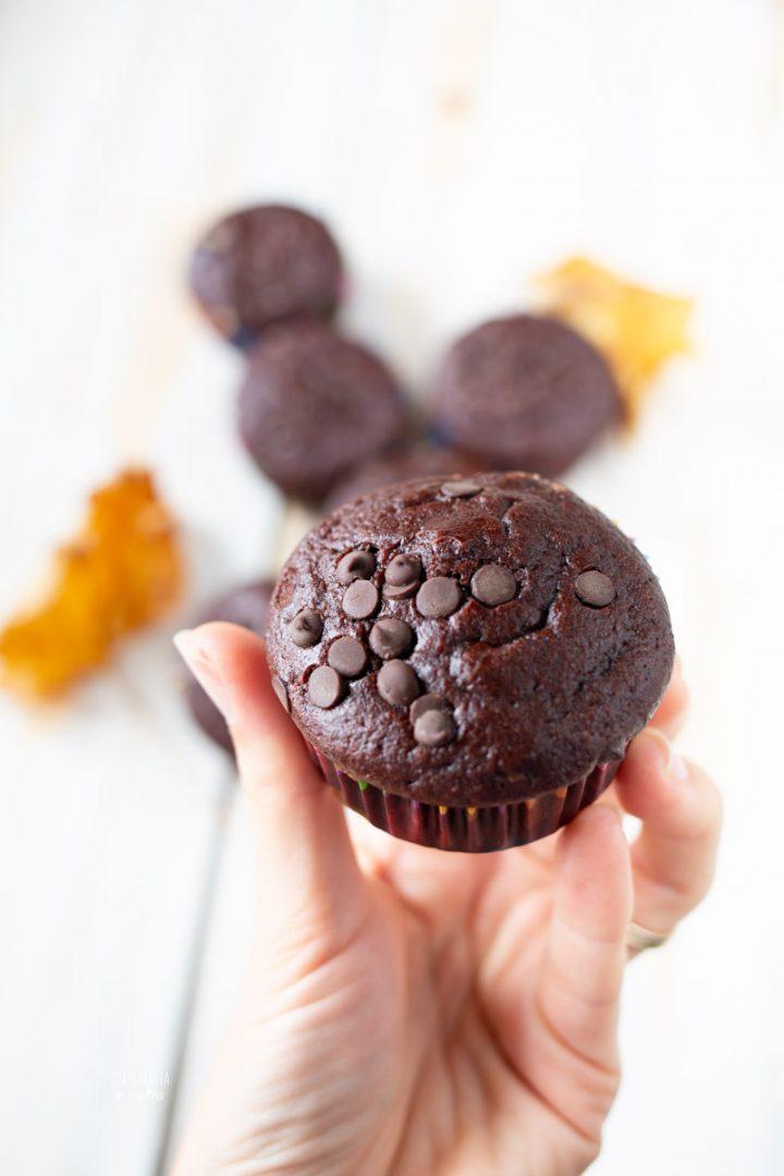 muffin all'acqua con cacao e gocce di cioccolato