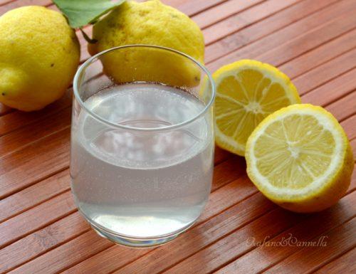 Bere acqua e limone: una sana abitudine!