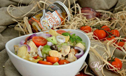 Insalata di orzo perlato con verdure e pollo