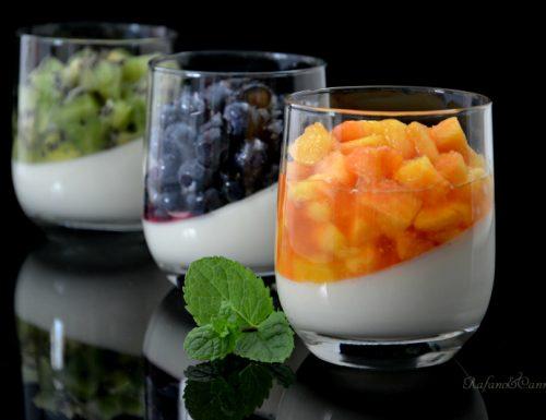 Panna cotta con frutta fresca