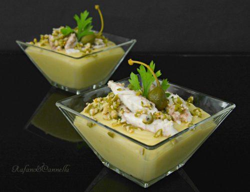 Sgombro su crema di patate e frutto di cappero