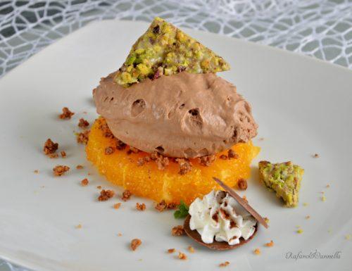 Mousse al cioccolato con arancia e croccante al pistacchio