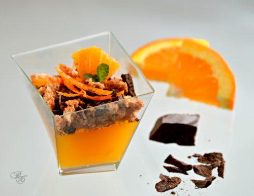Bicchierini con gelatina di arancia, amaretti e cioccolato