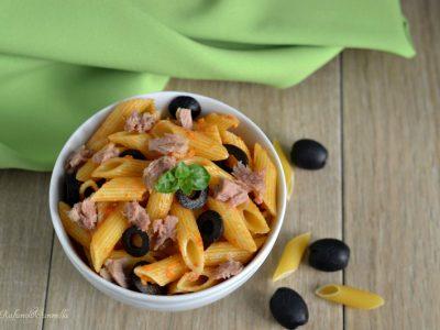 pasta al pesto rosso tonno e olive